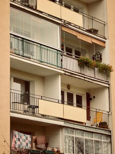 Terrazas de uso privativo o elemento común que pueden tener un estilo diferente.